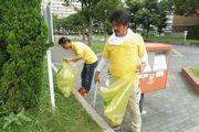 組合会館の周辺を清掃活動(青年部)