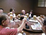 若い世代の方々と楽しく乾杯