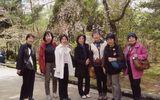 枝だれ桜と記念撮影