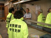 畳店へ訪問し、未加入者の職人さんへ熱心に組合制度を説明する役員