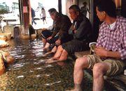 足湯に浸かってリフレッシュ