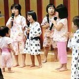 子ども達の可愛い熱唱